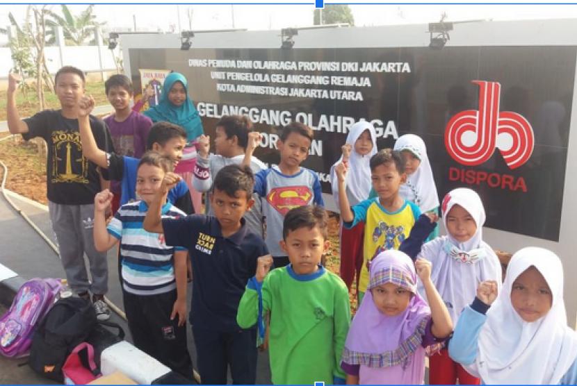 Anak Juara binaan Rumah Zakat beraktivitas di GOR Rororan.