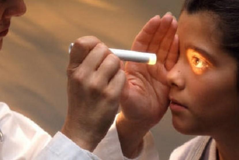 Anak sakit mata (Ilustrasi)