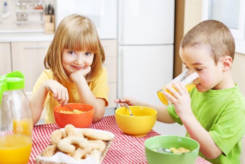 Anak sarapan sehat (Ilustrasi)