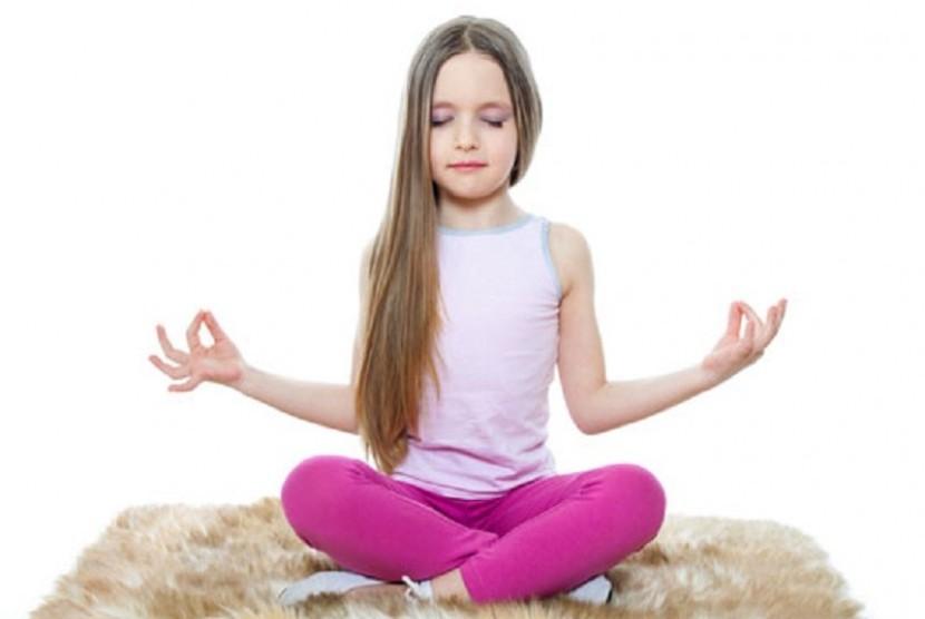 Anak sedang melakukan yoga