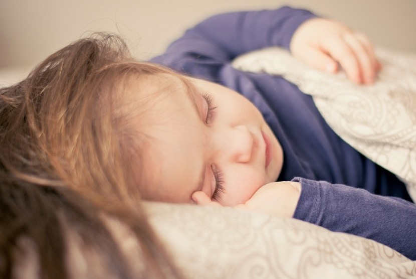 Anak tidur.
