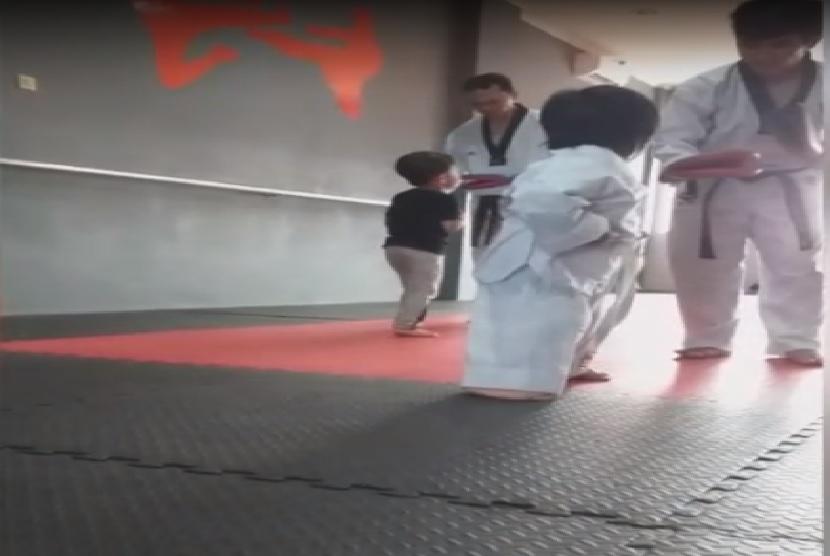 Anak usia dini berlatih bela diri