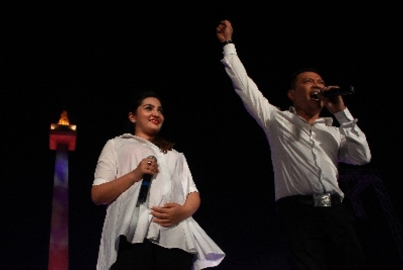 Anang Hermansyah (kanan) bersama istri Ashanty.