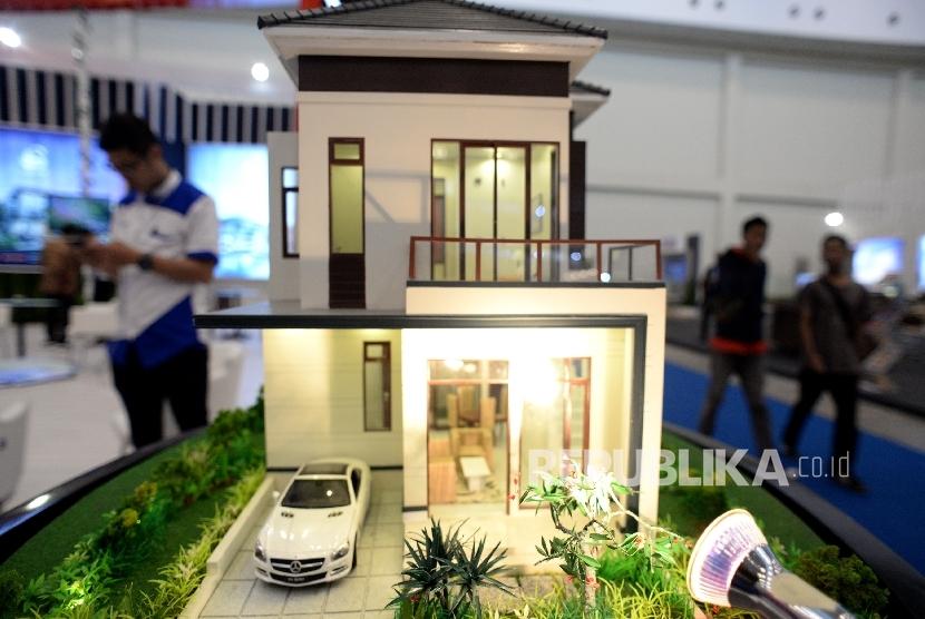Aneka jenis hunian ikut ditampilkan saat Indonesia Future City and REI Mega Expo 2017 di ICE BSD, Tangerang, Banten, Kamis (14/9).