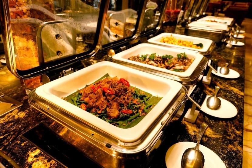 Aneka menu buka puasa Ramadhan Buffet.