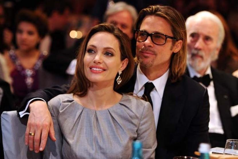 Brad Pitt Sangat Mencintai Angelina Jolie | Republika Online