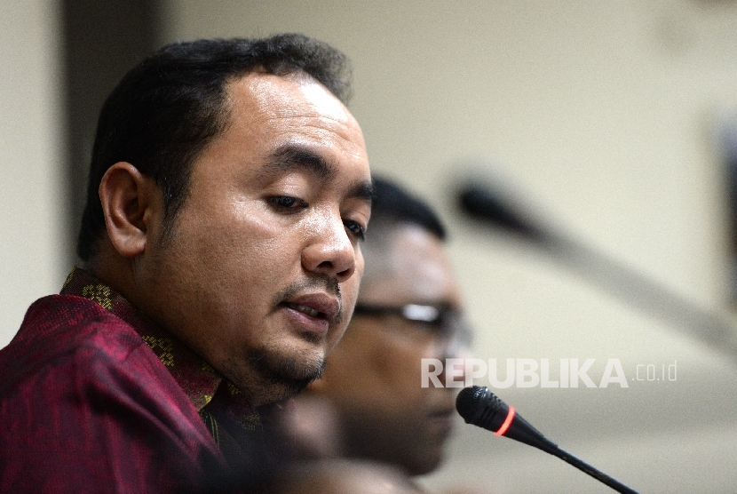 Anggota Bawaslu Mochammad Afifuddin memberikan paparan saat konferensi pers di Bawaslu, Jakarta, Selasa (17/10).