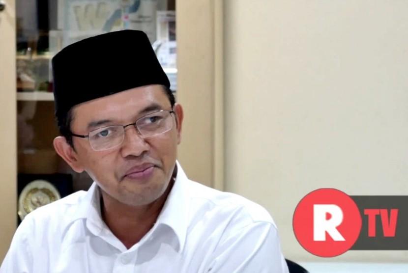 Anggota Komisi 8 DPR RI yang juga pengasuh Pondok Pesantren Al Mizan Majalengka, KH Maman Imanulhaq memprotes pernyataan Presiden Joko Widodo tentang bipang ambawang sebagai salah satu kuliner yang dipromosikan saat lebaran.