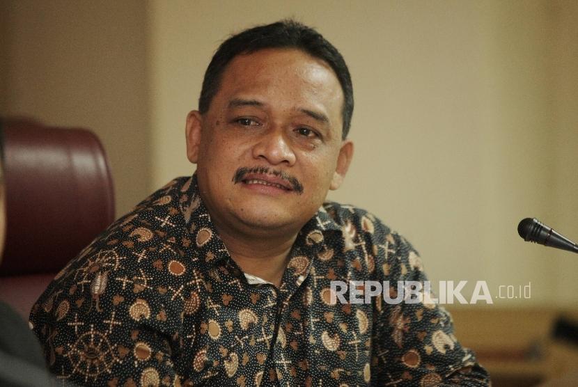 Anggota DPD-RI wilyah Timur Benny Ramdhani saat menjadi pembicara dalam acara dialog bertajuk  Menemukan Figur Pimpinan DPD-RI Masa Depan di Kompleks Parlemen, Senayan, Jakarta, Jumat (31/3).