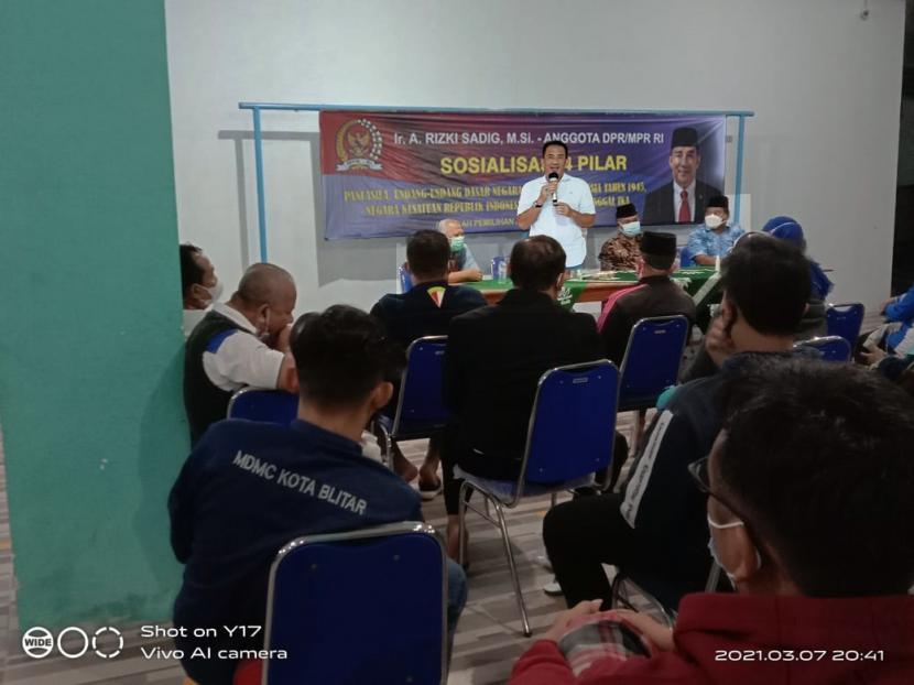 Anggota DPR RI, Rizki Sadig, saat pelaksanaan Sosialisasi Empat Pilar di Aula Kecamatan Sananwetan, Kota Blitar, Selasa (16/3).