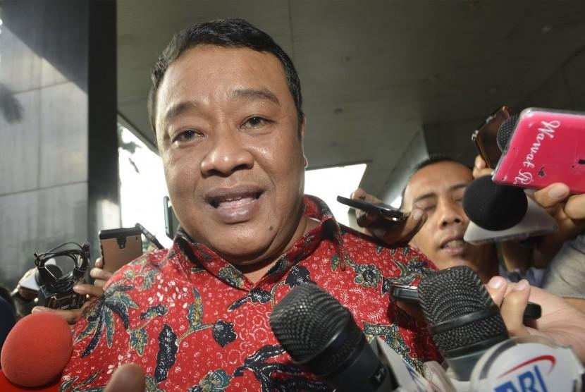 Anggota DPRD DKI Jakarta Bestari Barus berjalan usai diperiksa KPK, Jakarta, Senin (25/4).
