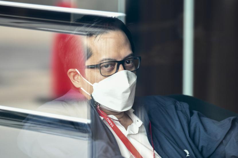 Ihsan Yunus duduk di ruang tunggu sebelum menjalani pemeriksaan di Gedung KPK, Jakarta, beberapa waktu lalu. Ihsan dipanggil sebagai saksi untuk tersangka MJS (Matheus Joko Santoso) dalam kasus dugaan suap pengadaan bantuan sosial (bansos) Covid-19 untuk wilayah Jabodetabek tahun 2020.