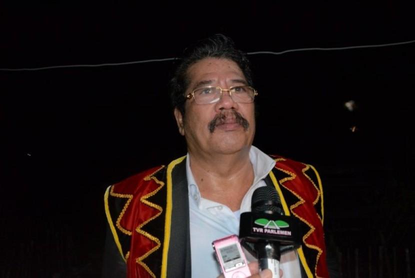 Anggota Komisi V DPR RI Sahat Silaban menyoroti banyaknya jalan rusak di Nias Barat.