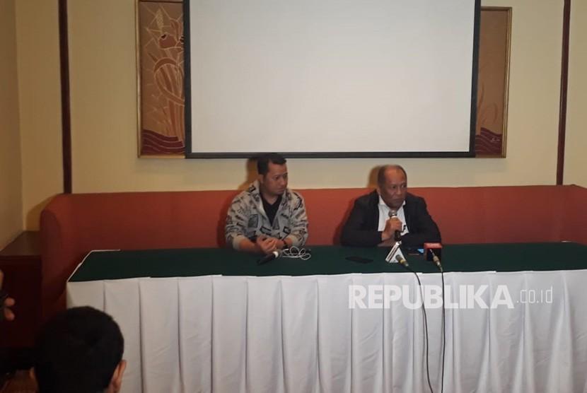 Anggota Komite Eksekutif PSSI, Hidayat, mengumumkan pengunduran dirinya sebagai Exco usai dituding melakukan pengaturan skor, Jakarta, Senin (3/12).