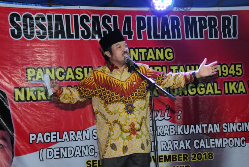 Anggota Majelis Permusyawaratan Rakyat (MPR) Fraksi Partai Golkar asal Riau, Idris Laena.