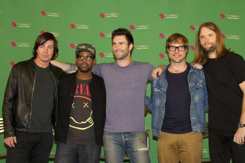 Anggota Maroon 5 (kiri-kanan) Matt Flynn, PJ Morton, Adam Levine, Michael Madden, dan James Valentine. Maroon 5 merilis album bertajuk JORDI.