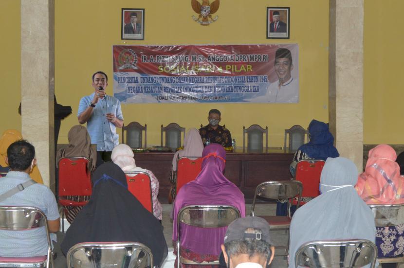 Anggota MPR Dapil Jawa Timur VI, Ahmad Riski Sadig, saat Sosialisasi 4 Pilar MPR di Besuki, Kabupaten Tulungagung, Jawa Timur, Selasa (8/12) lalu.