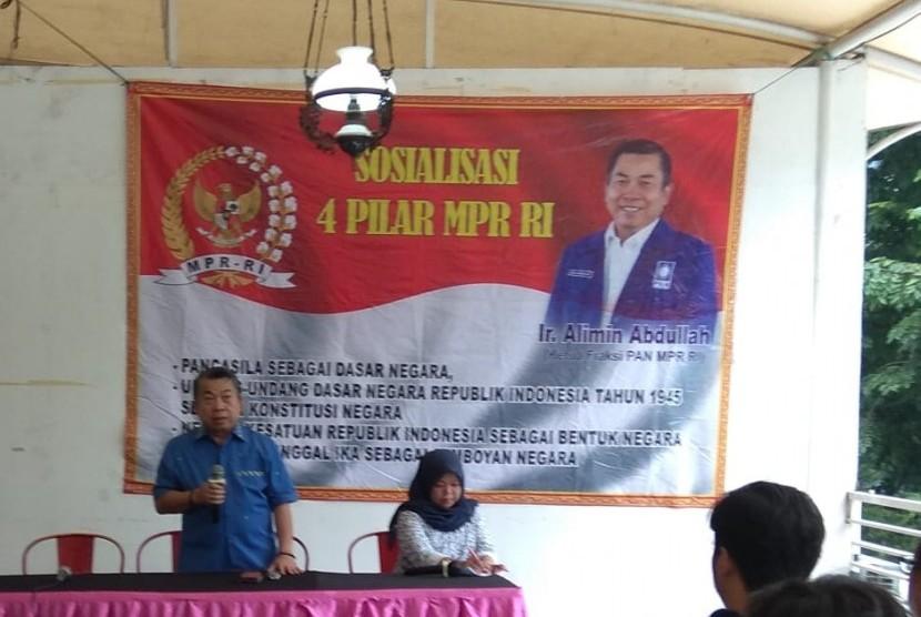 Anggota MPR dari Fraksi Partai Amanat Nasional (PAN), Alimin Abdullah, saat sosialisasi empat pilar, Senin (1/4).