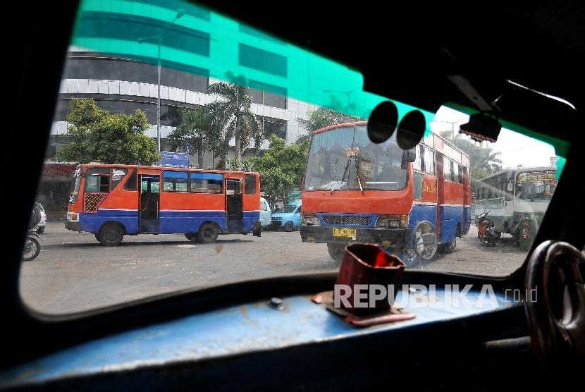 Penumpang Jatuh dari Metro Mini, Sopir dan Kernet Karang