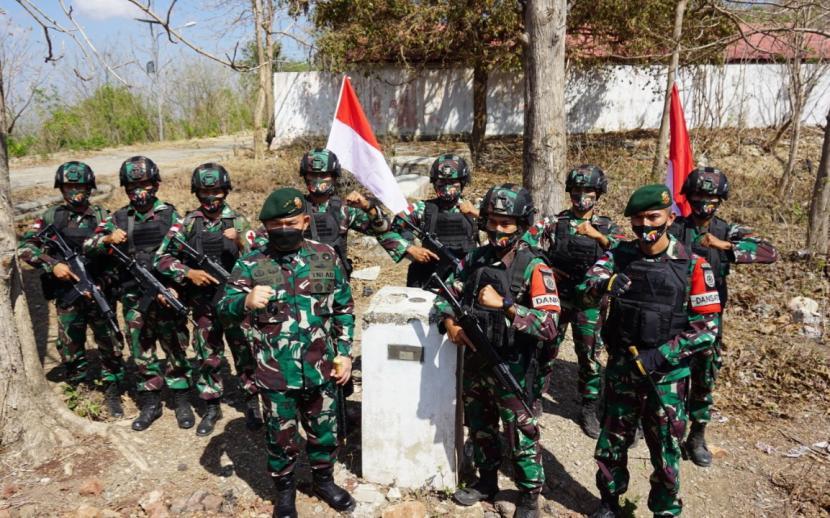 anglima Komando Cadangan Strategis Angkatan Darat (Pangkostrad) Letjen Dudung Abdurachman mengunjungi perbatasan RI-Timor Leste di Eban Miomaffo Barat, Kabupaten Timor Tengah Utara (TTU), Provinsi Nusa Tenggara Timur (NTT), Kamis (23/9).