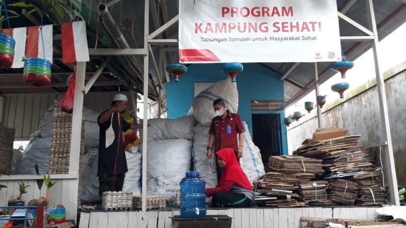 ank Sampah Perseka berhasil memanen sampah hingga 981 kg yang terkumpul dari paranasabahnya, seperti nampak pada Kamis (14/10).