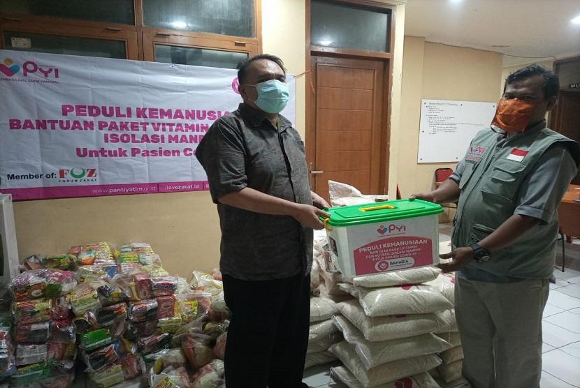 anti Yatim Indonesia (PYI) lanjutkan bantuan tersebut sebanyak 50 paket sembako di Kelurahan Cibeureum Kota Cimahi, Sabtu (31/7).