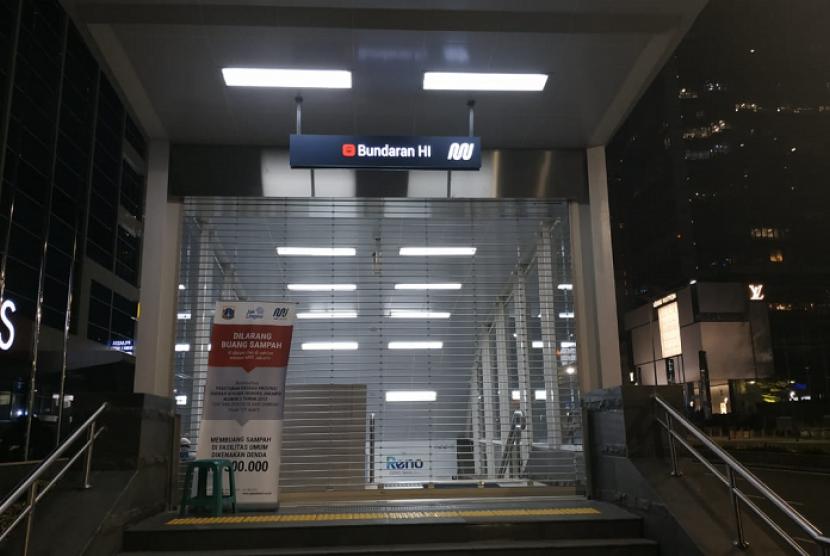 Antisipasi aksi, stasiun MRT Bundaran HI hanya layani satu pintu keluar masuk, Selasa (21/5).
