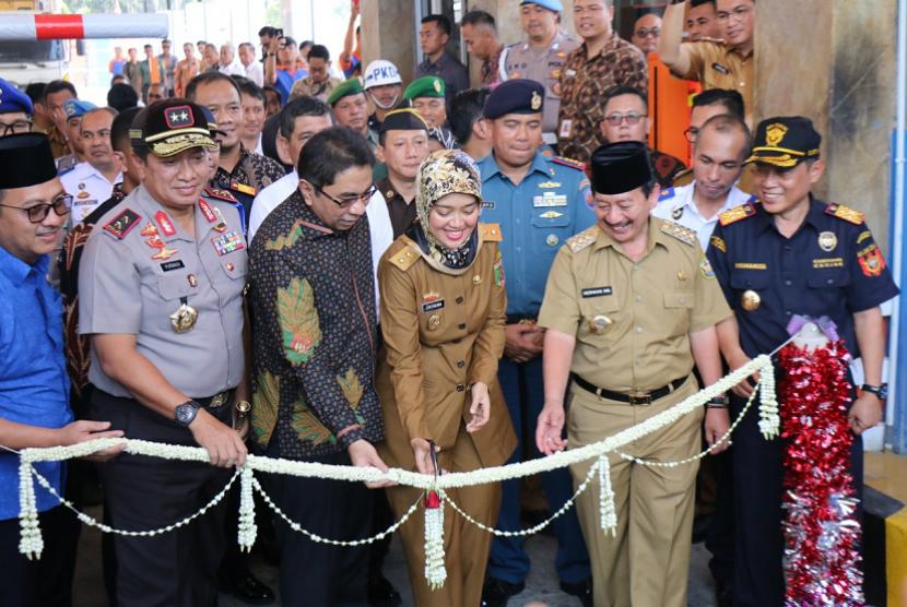 """anwil Bea Cukai Sumatera Bagian Barat menghadiri peresmian Automatic Container Terminal """"Auto Gate System"""" di Pelabuhan Internasional Panjang, Lampung."""