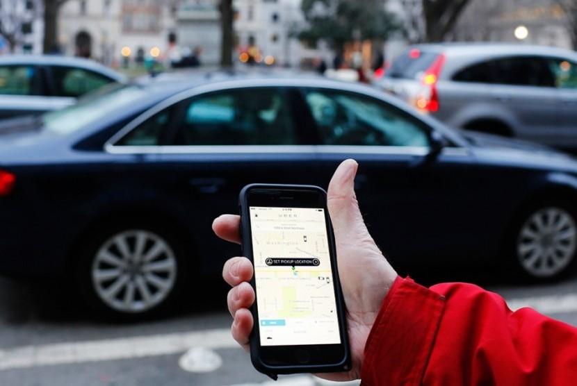 Aplikasi taksi daring Uber.