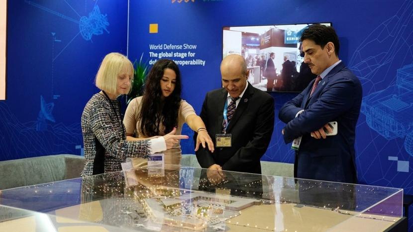 Arab Saudi Ungkap Model Lokasi Pameran Pertahanan Dunia. Arab Saudi memamerkan model tempat canggihnya yang akan digunakan tahun depan saat menjadi tuan rumah Pameran Pertahanan Dunia.
