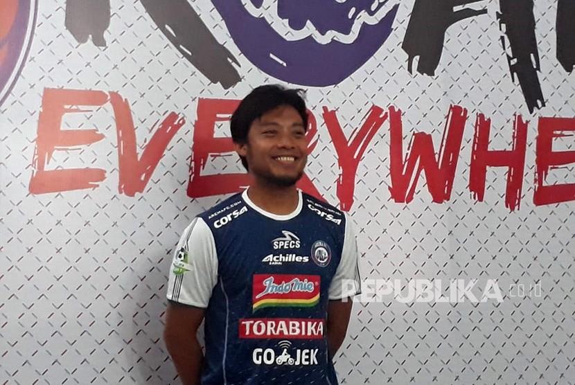 Arema FC merekrut pemain Hamka Hamzah untuk memperkuat lini belakang Singo Edan.