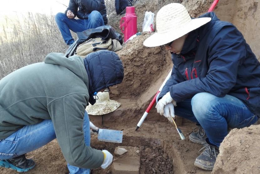 Arkeolog memukan alat-alat kuno di Cina sebagai bukti awal keberadaan manusia di luar Afrika.