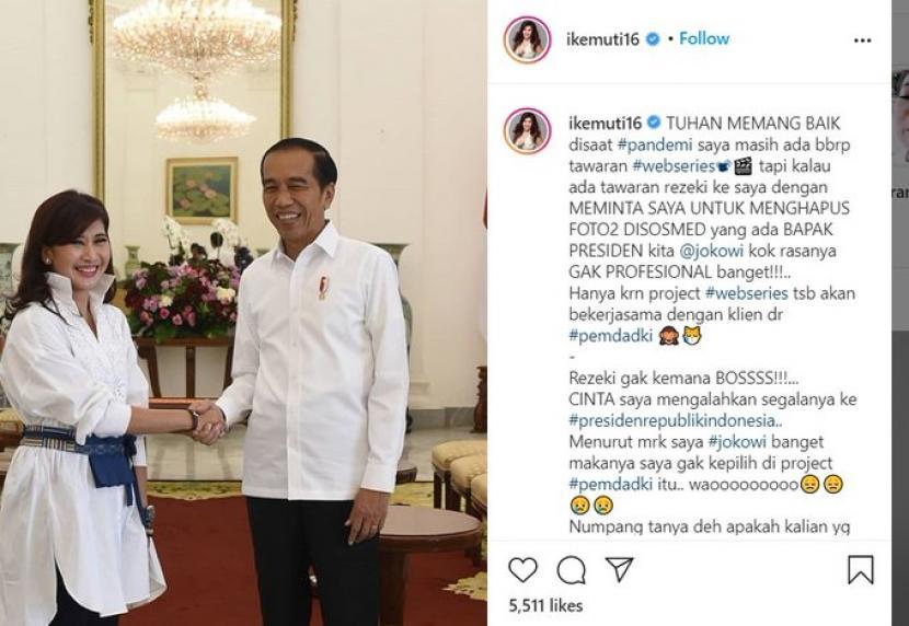Artis Ike Muti menuding gagal mendapatkan proyek dari Pemprov DKI karena enggan menghapus foto dengan Presiden Jokowi.