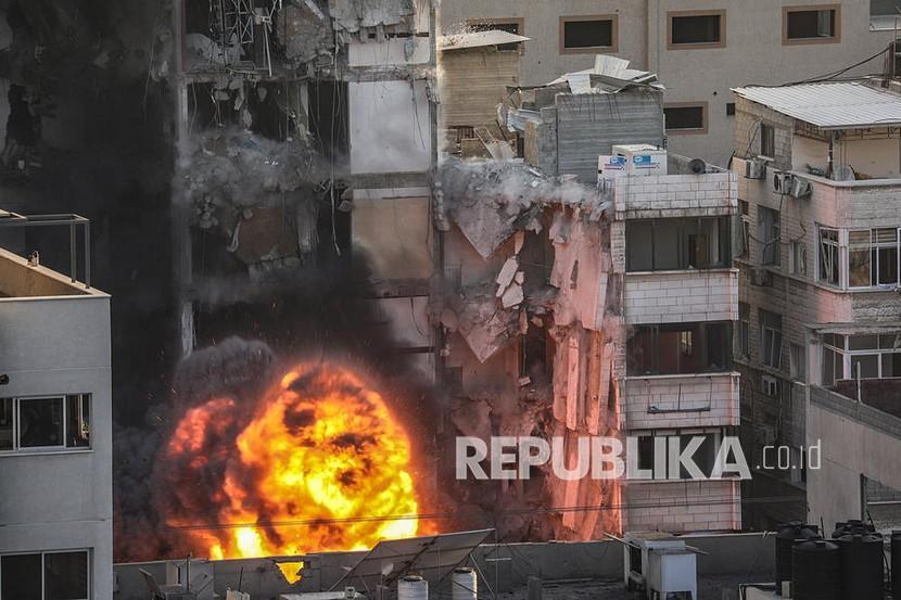 Serangan Israel di Kota Gaza,  Rabu (12/5).