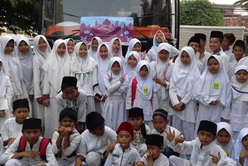 Asia87 Foundation untuk kali keenam menggelar acara buka puasa bersama 1.000 anak yatim dan dhuafa, di Balai Sarbini, Plaza Semanggi, Jakarta Selatan, Sabtu (2/6).