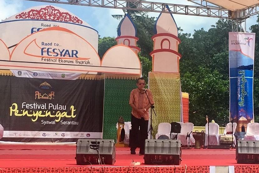 Asisten Deputi Pengembangan Segmen Pasar Personal Kementerian Pariwisata, Raseno Arya memberikan sambutan di pembukaan Festival Pulau Penyengat 2017