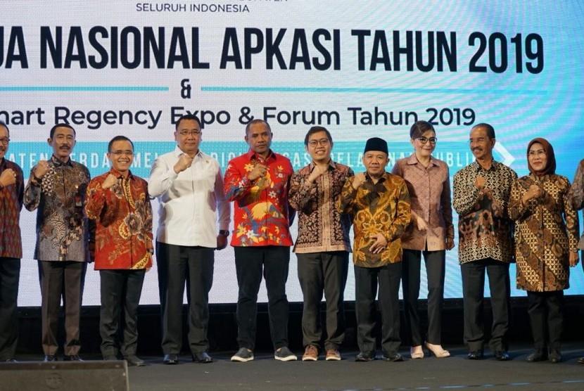 Asosiasi Pemerintah Kabupaten Seluruh Indonesia (Apkasi) merampungkan rapat kerja nasional (Rakernas) yang digelar di Bali sejak Rabu-Jumat (21-23/8).