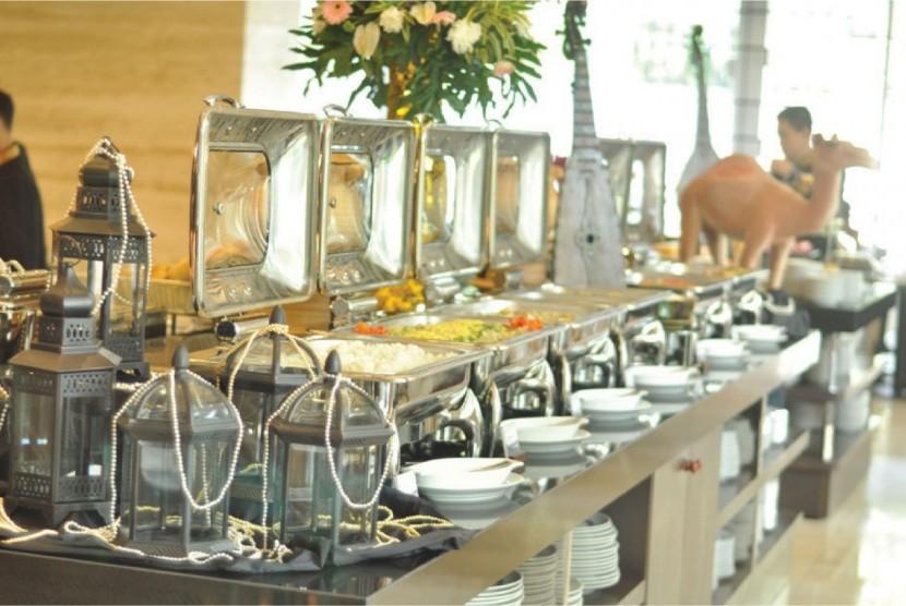 Aston Priority Simatupang Hotel & Conference Center menghadirkan tema Ramadhan Kareem menyambut bulan suci Ramadhan.