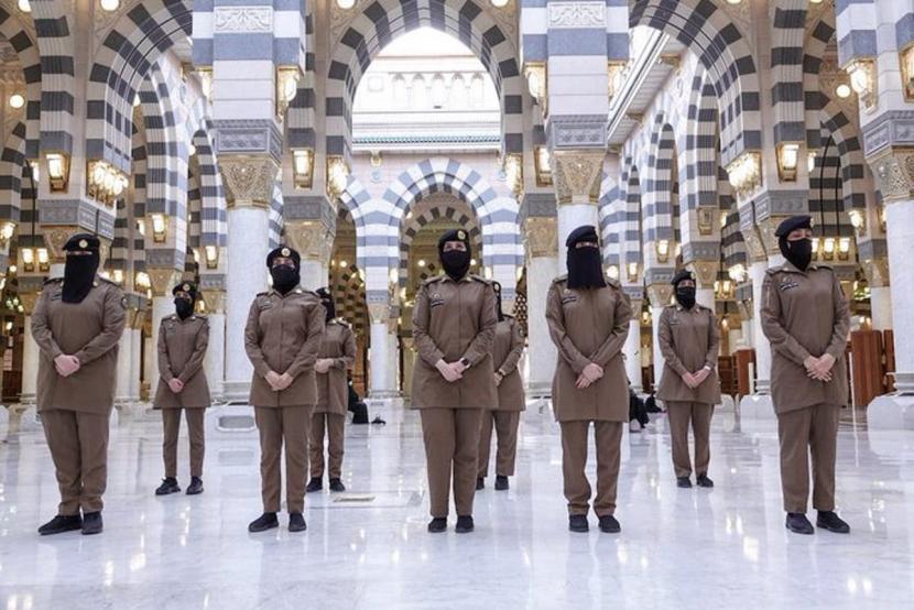 Asykar perempuan penjaga Masjidil Haram.