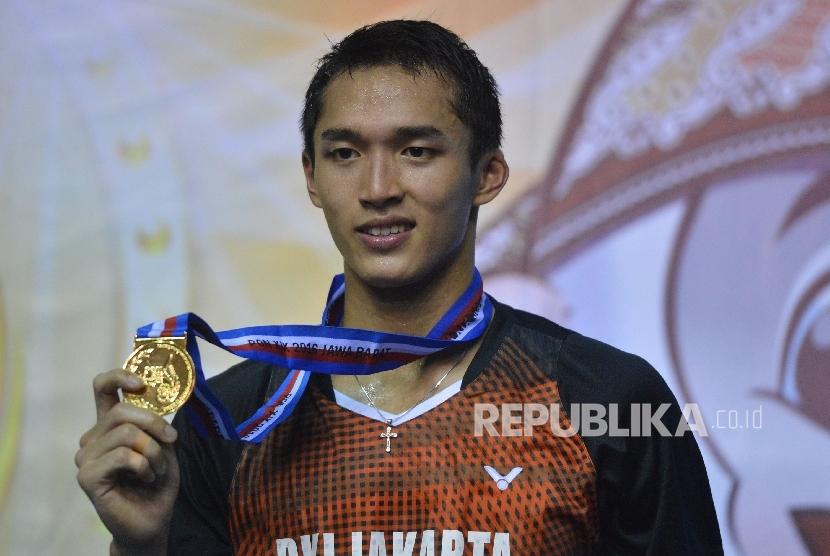 Atlet DKI Jakarta, Jonathan Cristie meraih emas bulu tangkis nomor perseorangan PON XIX, Rabu (28/9)