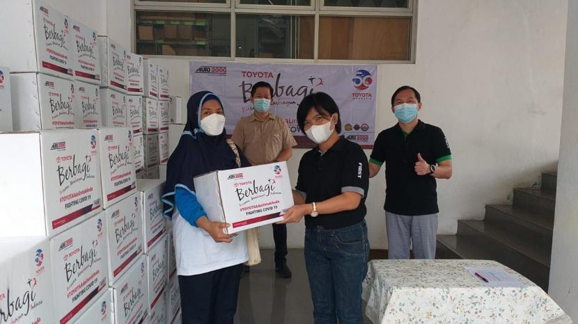 Auto2000 sudah menyalurkan lebih dari 23.000 paket sembako melalui 126 cabang di seluruh Indonesia. Pembagian paket donasi dilakukan sendiri oleh pimpinan dan karyawan cabang Auto2000 disaksikan oleh aparat setempat.