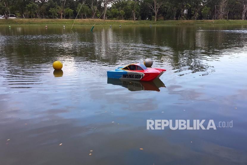 Autonomous Unmanned Surface Vehicle (A-USV), atau kapal tanpa awak pertama di Indonesia karya Tim Institut Teknologi Sepuluh Nopember (ITS) Surabaya