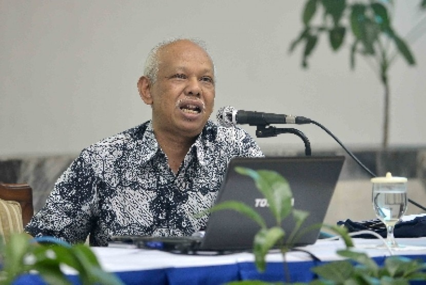 Azyumardi Azra menjadi pembicara saat peluncuran buku