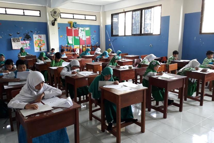 Babak Penyisihan OMSI di SDI Al Fawwaz Islamic School Cikarang.