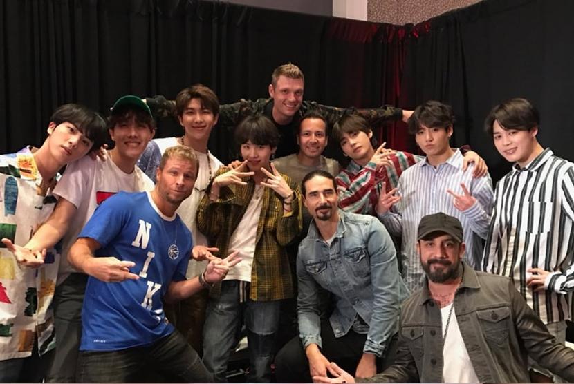 Backstreet Boys berfoto bareng BTS.