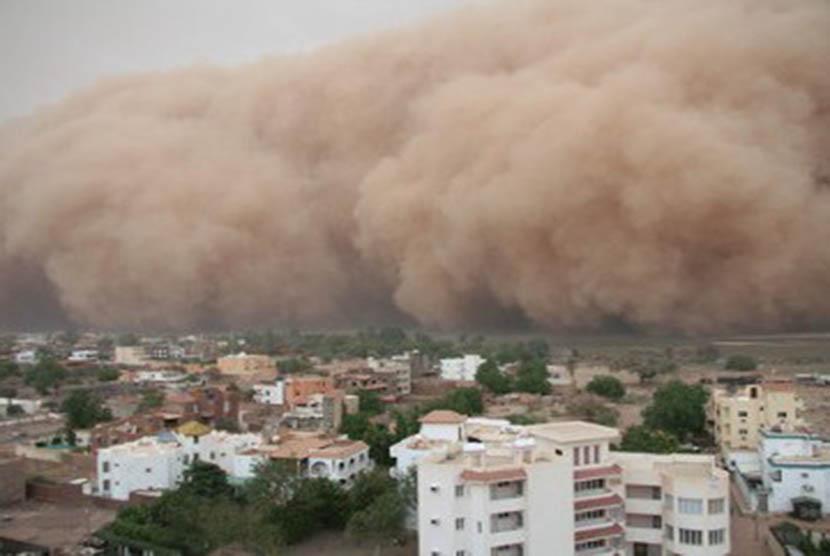 Badai Pasir yang Sering Terjadi di Wilayah Timur Tengah (ilustrasi)