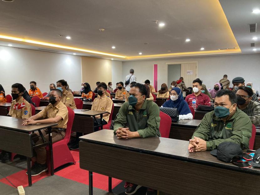 Badan Nasional Penanggulangan Bencana (BNPB) memberikan pembekalan kepada 110 relawan Protokol Kesehatan (prokes) yang akan bertugas di Kabupaten Jayapura.