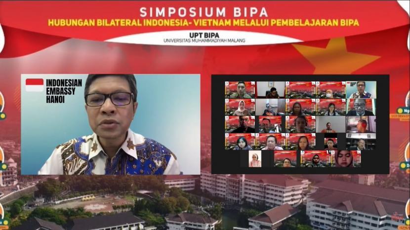 Bahasa Indonesia untuk Penutur Asing (BIPA) UMM menggelar simposium secara daring terkait hubungan bilateral Indonesia-Vietnam melalui pembelajaran BIPA.