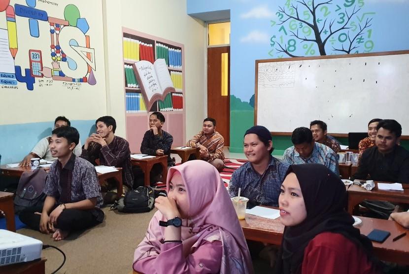 Baitut Tamkin Tazkia Madani (BTTM) mengikutsertakan 15 karyawannya dalam pelatihan motivasi suprarasional.