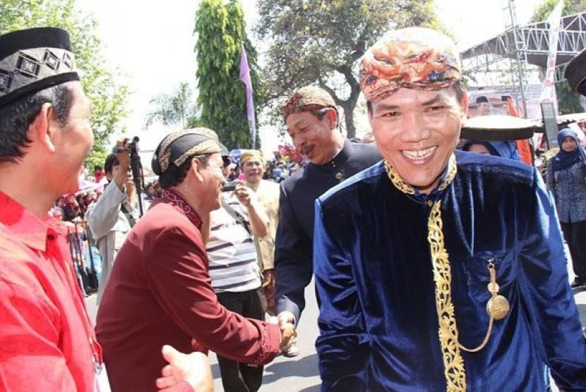 Pns Jateng Apel Pagi Dengan Baju Adat Republika Online